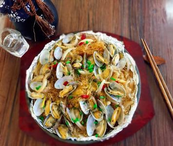 花甲米线融合了快餐的理念,吸引源源不断的客源!